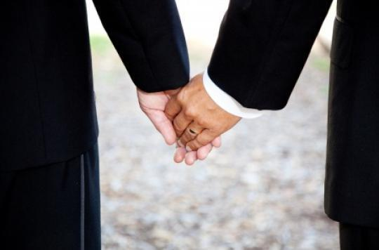 Mariage : plus de 10 000 couples homosexuels se sont dit \