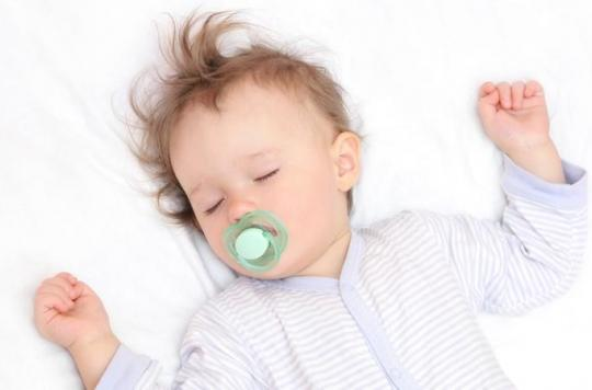 Sommeil : les bébés dorment mieux dans une chambre à part