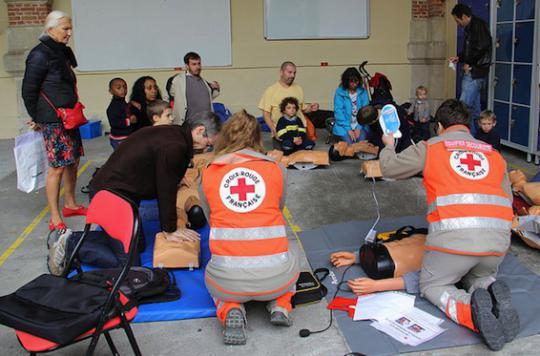 Croix-Rouge française : 10 000  bénévoles de plus en 2016