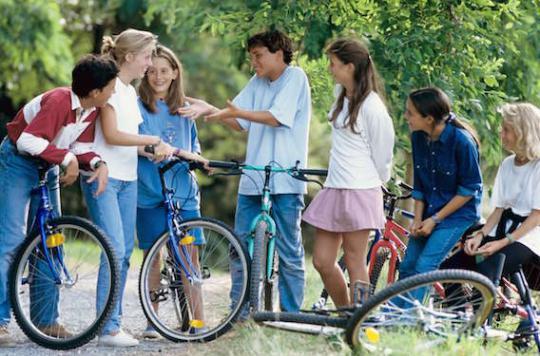 Adolescents : surmonter la dépression grâce aux amis
