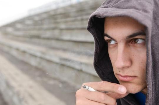 La consommation de produits alternatifs à la cigarette amène les adolescents à fumer