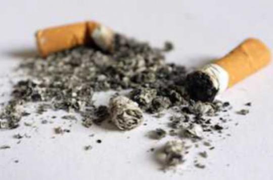 Tabac : les fumeurs trois fois plus à risque de perdre leurs dents