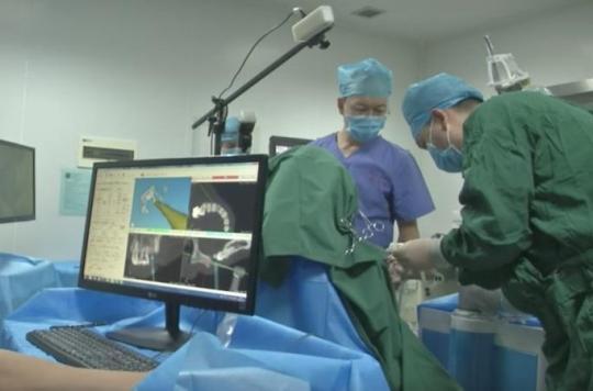 Implants dentaires : un robot les pose sans assistance