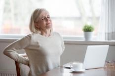 Mal au dos : la douleur haute du dos vient souvent du cou