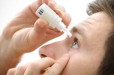Yeux secs : la sécheresse oculaire impose les larmes artificielles